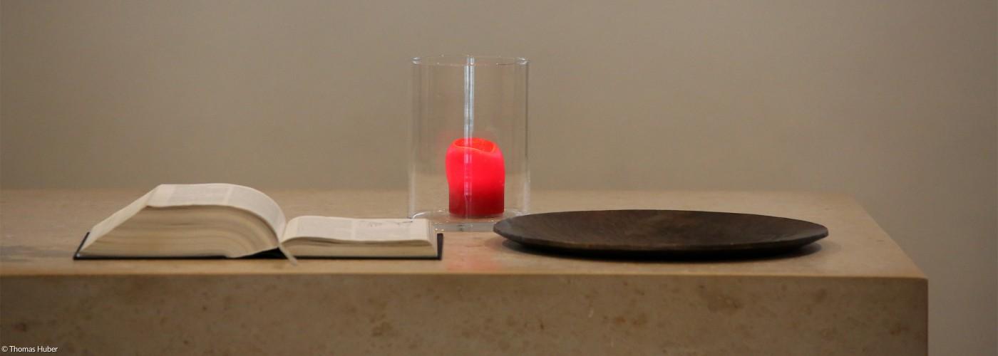 Altar Erlöserkirche rote Kerze